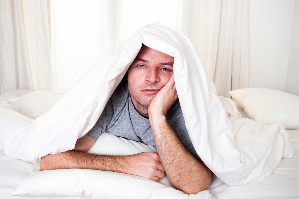 چرا صبحها به سختی از خواب بیدار میشویم؟