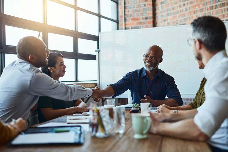 گفتگو پیش از تفویض کارها، تعهد را افزایش میدهد.